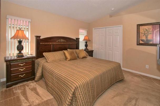 Description Solana-villa-master-bedroom-2